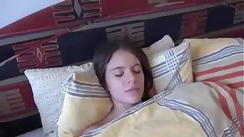 Ariana licks and fucks while sleeps