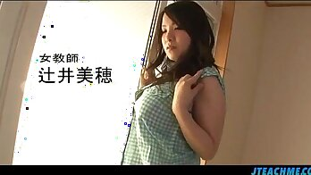 Crazy hot Japanese schoolgirl sucks off doc