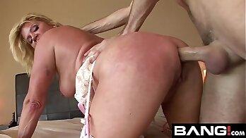 Justa Botjed Hot mom Don Vasileva a Poor Donna. Big tits, dark hair, makes kinky sex