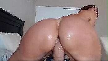Alluring big breasted fair haired mommy shakes her perfect round ass